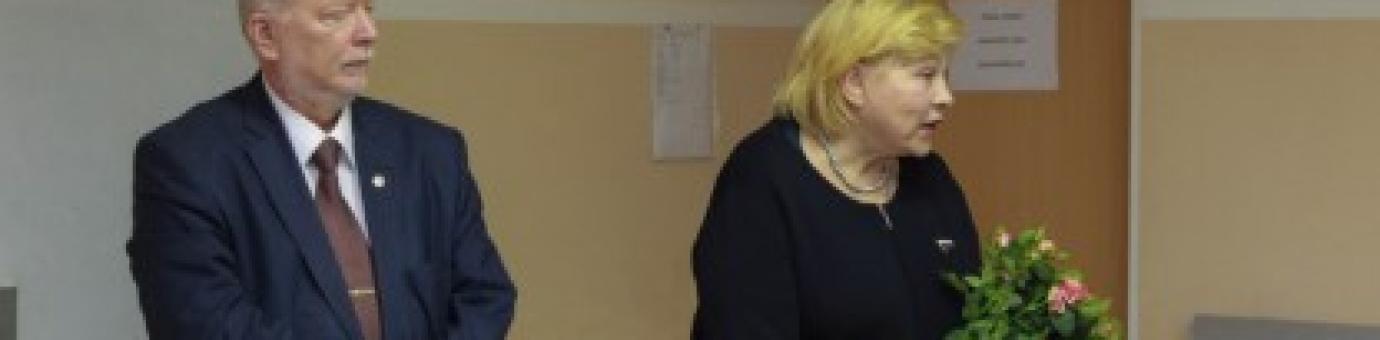 В рамках проекта «10 вопросов 100 знаменитым людям» ФСТ посетила актриса и политик Елена Драпеко.
