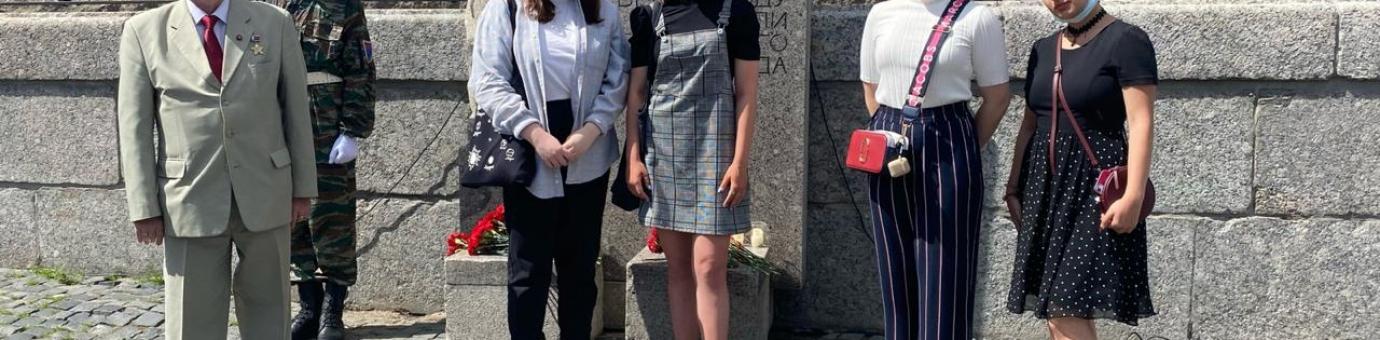 22 июня, в день начала Великой Отечественной Войны, cтуденты ФСТ возложили цветы к памятнику на Фонтанке