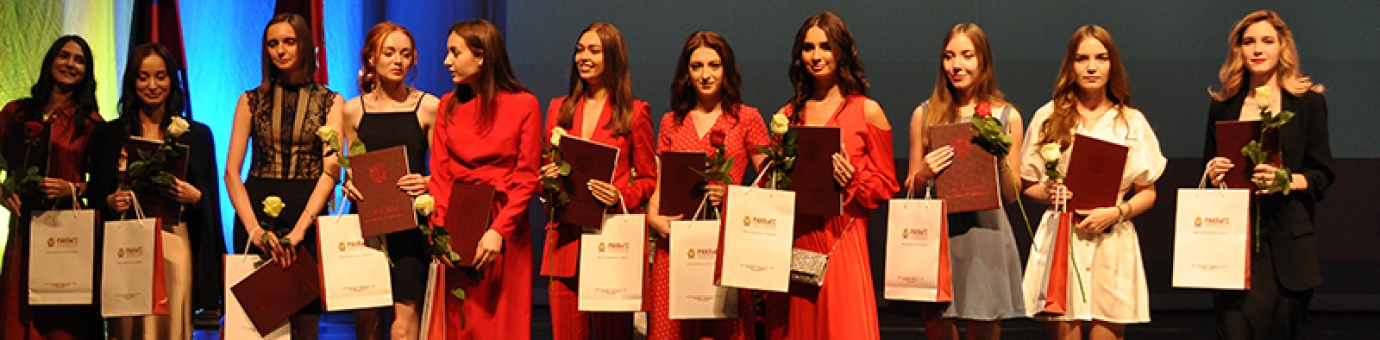 В Аничковом дворце состоялась торжественная церемония вручения дипломов выпускникам ФСТ
